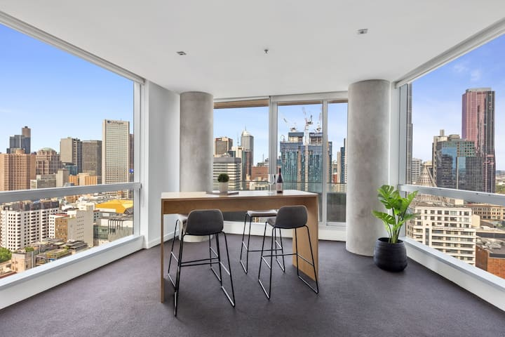 Spacious CBD Beauty! 2 bathroom, Pool, Gym,Netflix