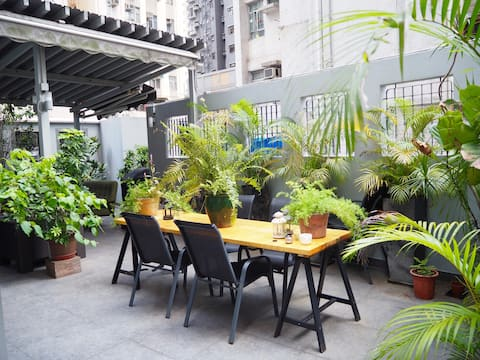 Modern 1BR flat with huge private garden (800sqft)