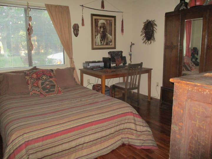 3rd bd, 1 ba in my peaceful, southwest home.