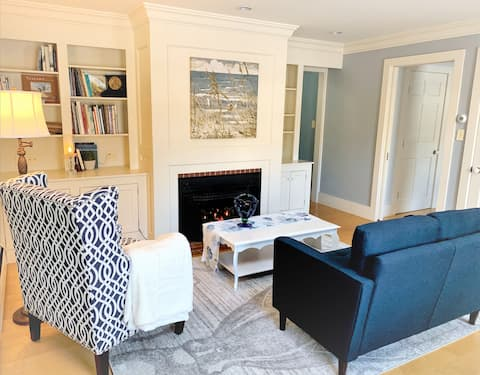 Pvt Beautiful Suite close to Downtown Freeport!