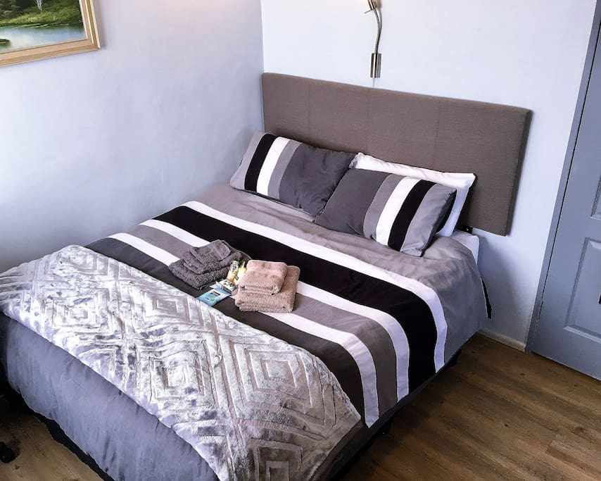 Queen size, back support mattress,  with duel control electric blanket for those chilly / cold winter nights