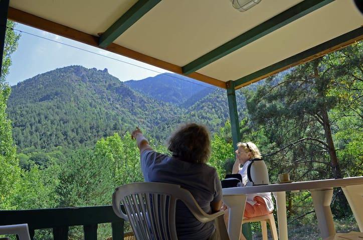 chalet avec vue sur la montagne - Escaro - Chatka w górach