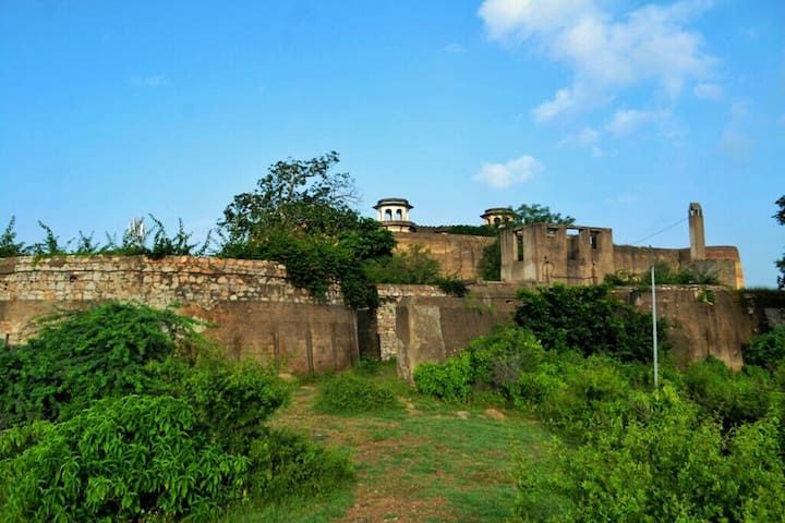 Peaceful Stay in Samode Fort situated on a Hilltop - Samod - Castle