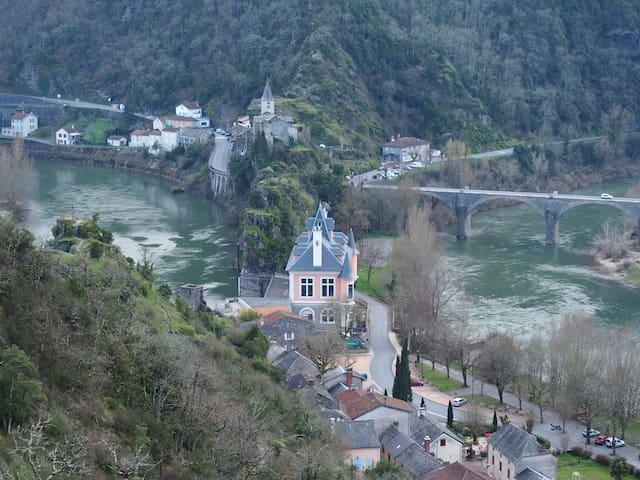 """Gîte """"Le petit Bonheur"""" dans la vallée du Tarn - Ambialet - Natur lodge"""