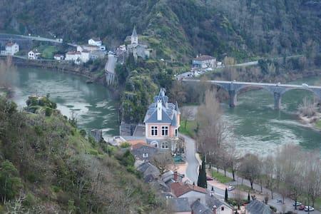 "Gîte ""Le petit Bonheur"" dans la vallée du Tarn - Ambialet - Hotel ekologiczny"