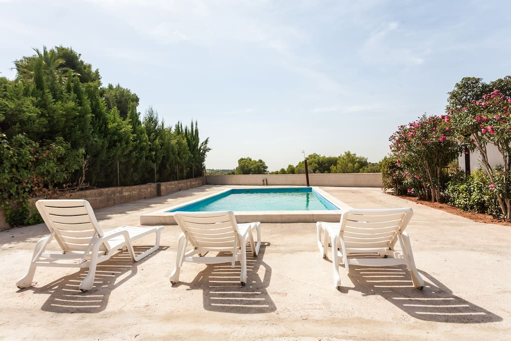 Chalet r stico con piscina y jard n uso completo chalets for Alquiler chalet piscina privada comunidad valenciana