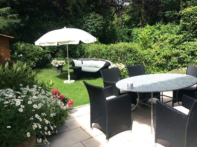 Charming summer house with beautiful garden - Mnichov - Dům