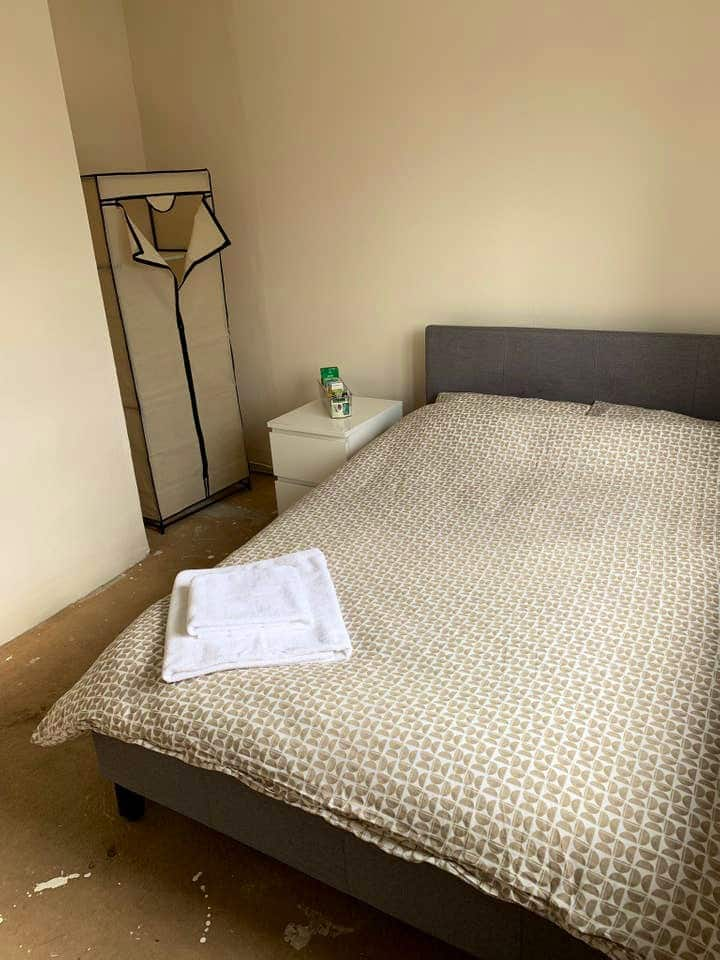 Comfy, Modern & Clean Medium Double Room with WiFi
