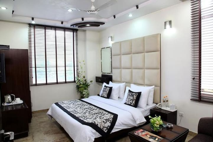Luvy Premium 99 Karol Bagh - New Delhi - Bed & Breakfast