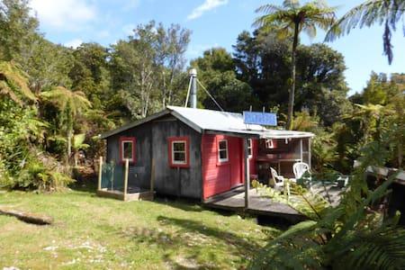 Tui Cabin, quiet, nature, beaches, near Punakaiki - Fox River