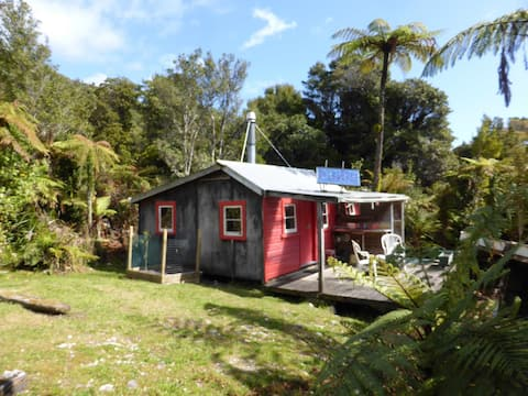 Tui Cabin, quiet, nature, beaches, near Punakaiki