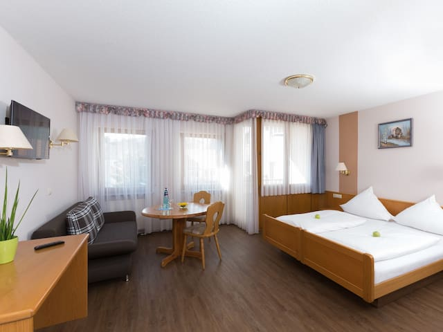 Hotel & Gasthaus Sonne, (Fridingen), Albzimmer mit Dusche und WC