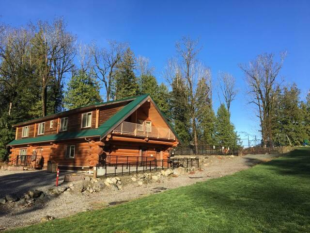Suite in Camp Bridal's Beautiful lodge