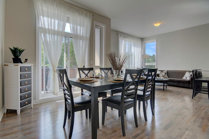 Modern! 3bed 5min from Airport 10min from Downtown