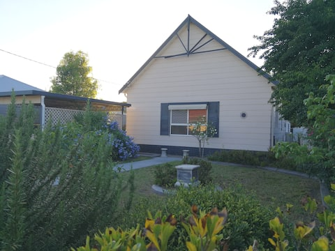 Spacious 6BR House in Singleton CBD Hunter Valley