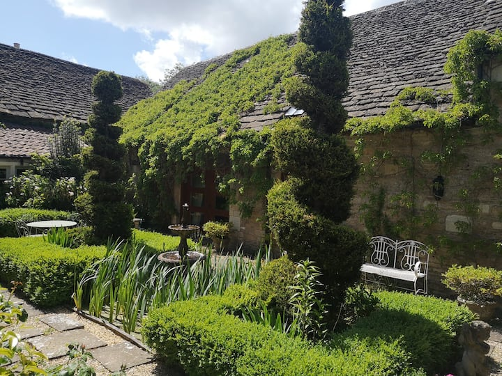 Listed Barn in Bradford on Avon for New Year!