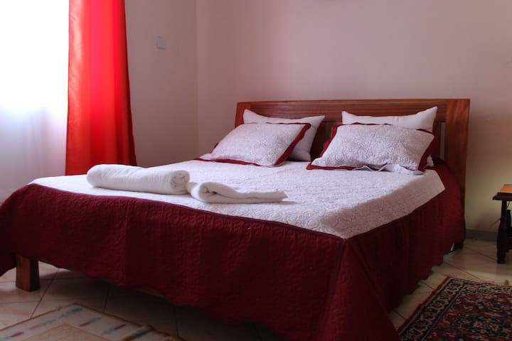 Elegant and Cozy Apartment near Airport, SGR