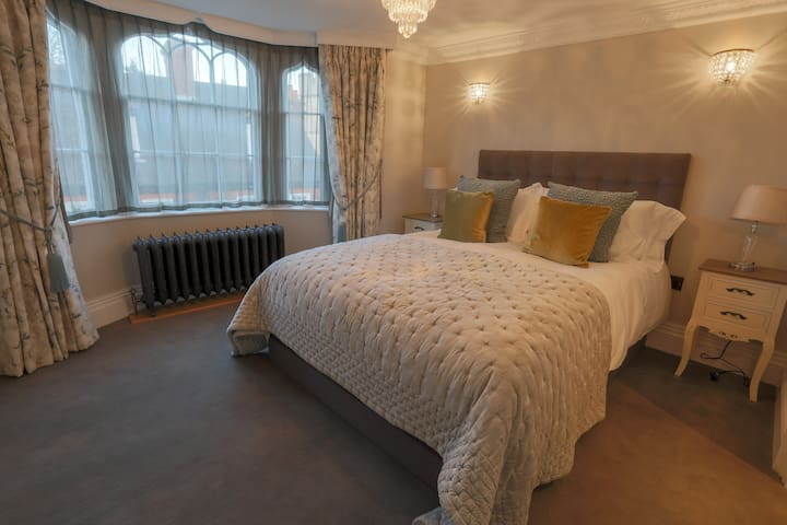 Luxury Windsor central apartment - The Cumberland