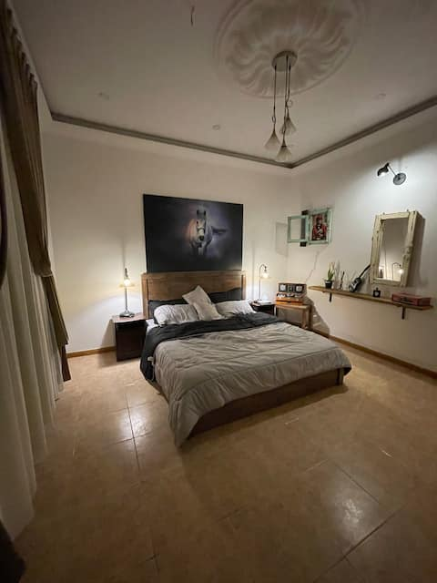 Wide cozy apartment private entrance good location