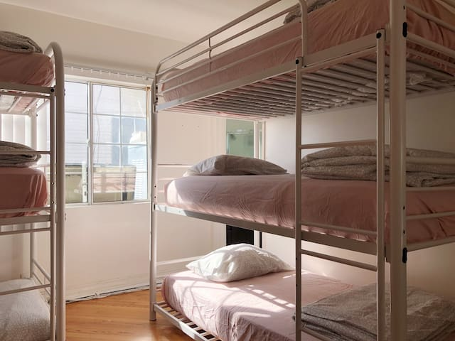 Bunk bed in Hollywood near Metro Station