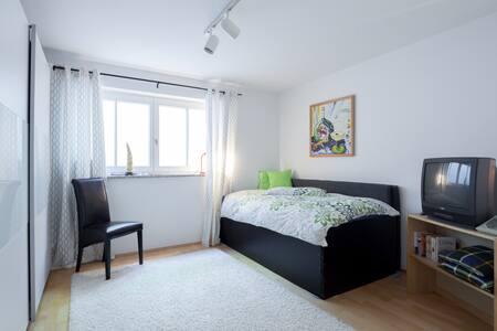 ruhiges Zimmer mit eig. Eingang - Bed & Breakfast
