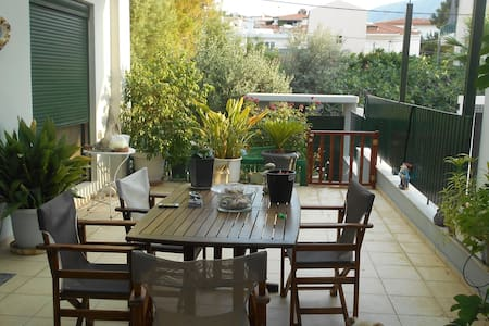Pela's studio 6 minutes from the Athens airport