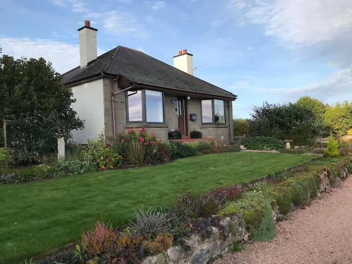 Country cottage with great views of Bennachie