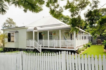 Spacious room with 2 single beds - North Toowoomba - Bed & Breakfast