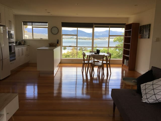 Self-contained unit with a view - Rose Bay - Apartment