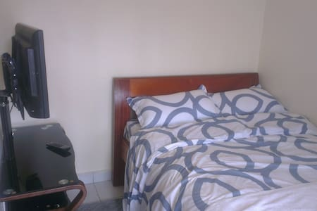 private self contained room near airport - Nairobi