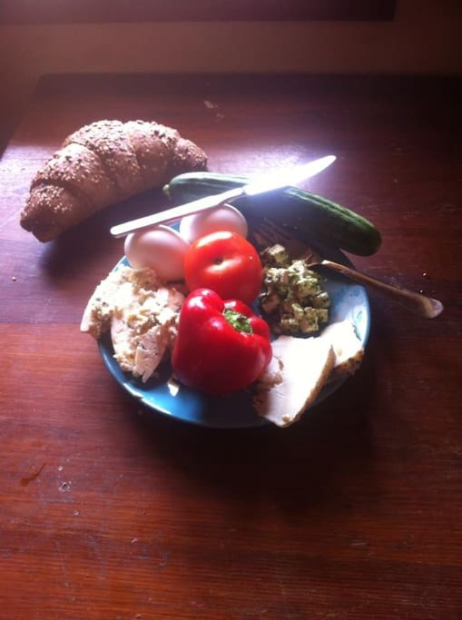 Breakfast -- Tzfat goats cheese, vegetables, eggs and whole wheat rolls -- contact owner for details on ordering breakfast