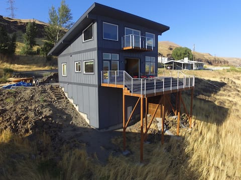 Wishram Cabin Overlooking the Gorge