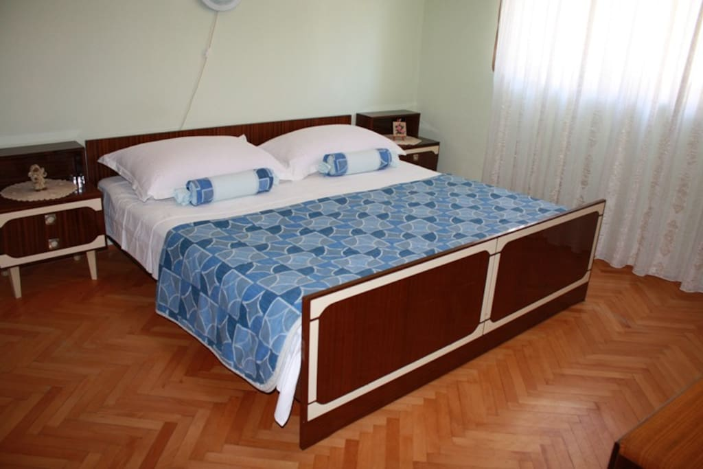 2. room with double bed