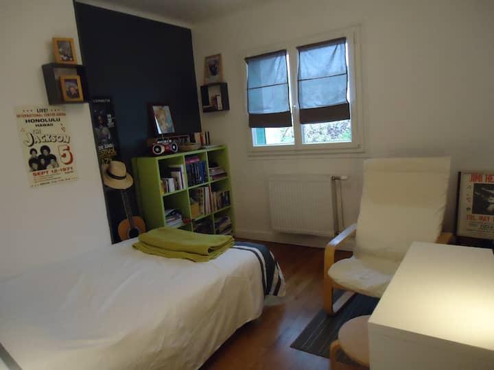 Belle chambre pour deux, au calme ..
