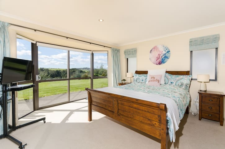 Kerikeri Rural Homestay King Ensuite Deluxe Room - Kerikeri - Oda + Kahvaltı