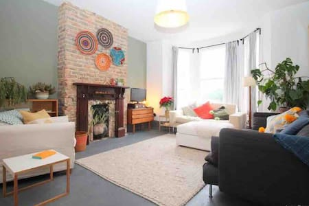 St Leonards 4 bed stylish maisonette with garden