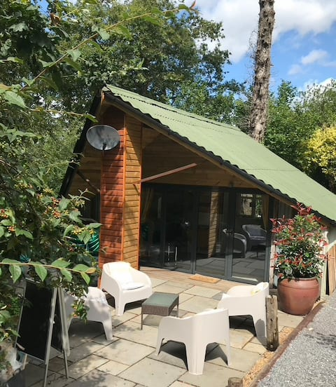 A cosy, peaceful, 96% recycled, chalet,'The Shed'