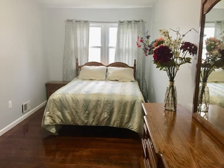 Sunny & Private Bedroom near Potomac Mills Mall