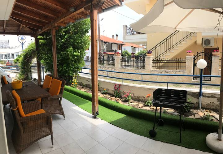 Comfortable Duplex Μaisonette in Pefkochori center