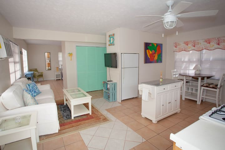 1 Bed,Kitchen,Mini Split AC, Upstairs, Beach,Apt#4