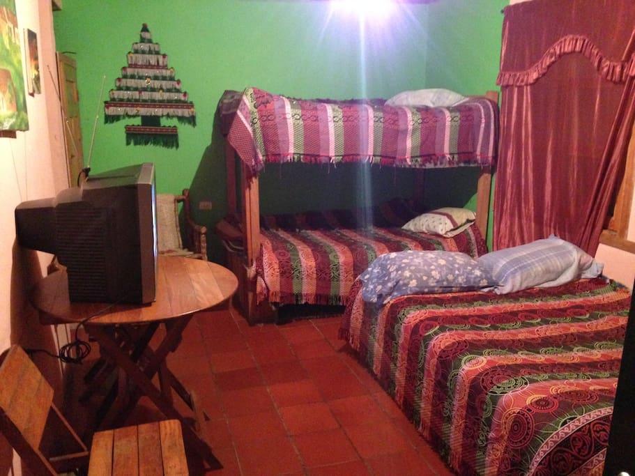 Baño privado Agua  Televisor Chimenea Zona wifi))) ParqueaderoPrivado