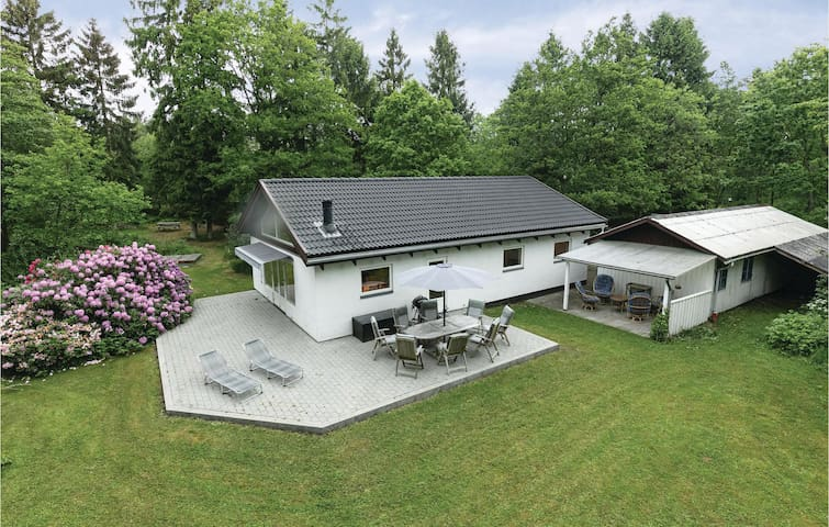 Holiday cottage with 3 bedrooms on 103m² in Aakirkeby