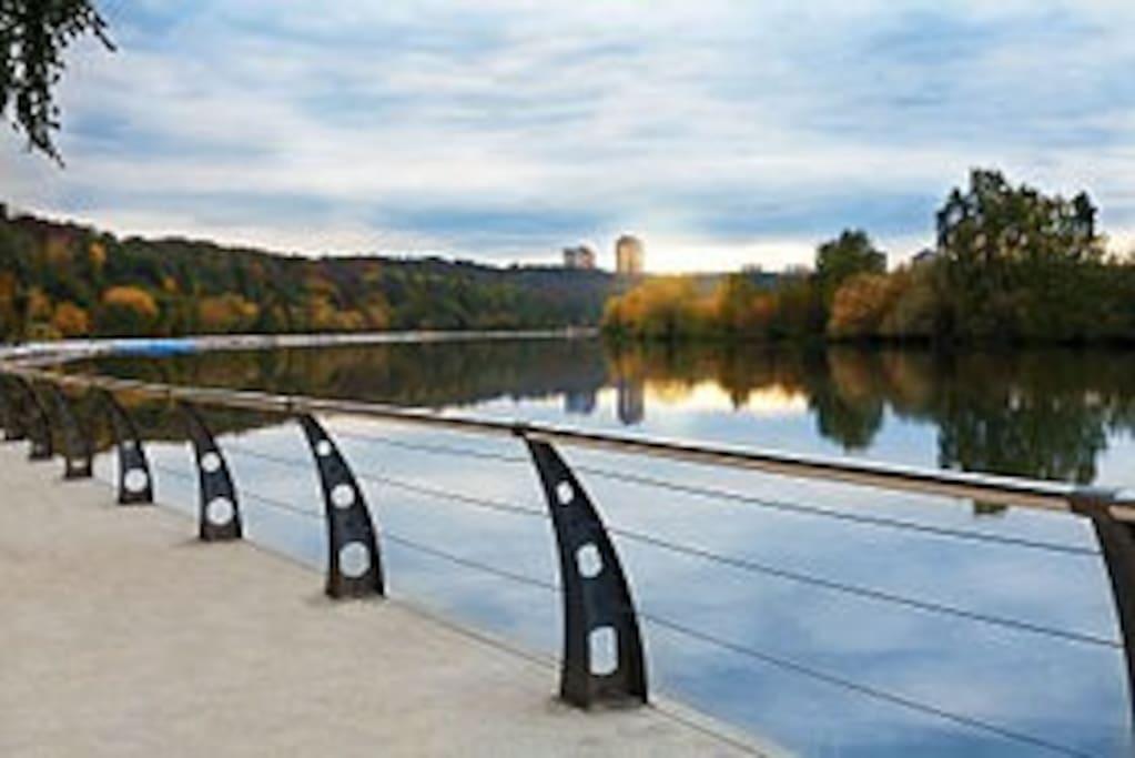 Филевский парк, где можно прекрасно провести время на свежем воздухе в 5 минутах ходьбы.