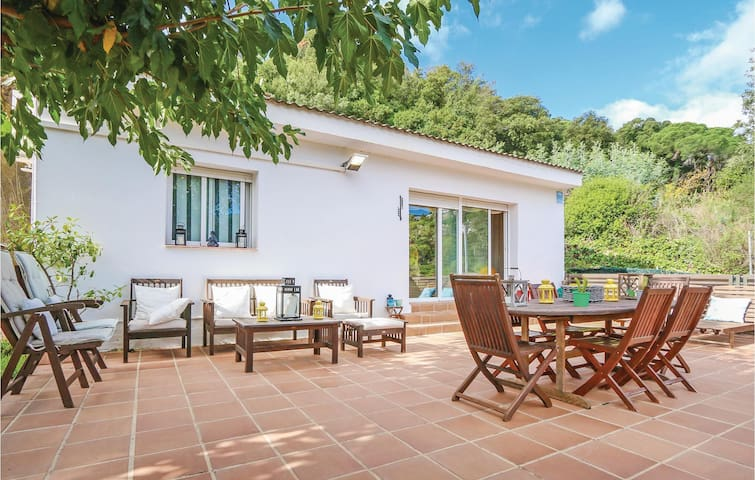 Holiday cottage with 3 bedrooms on 90m² in St. Cebrià de Vallalta