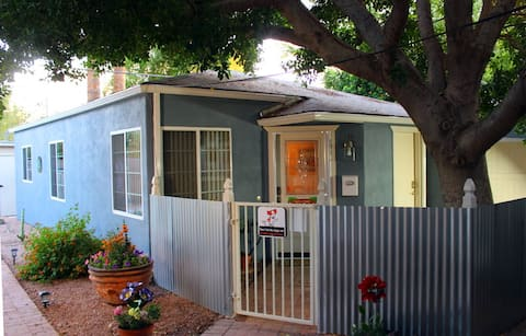 """A huge ficus shades this sweet 900 ft2 casita (Spanish for """"small house"""")."""