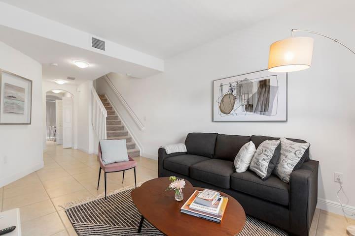 Kasa   Davie   Stylish 3BD/3BA Apartment