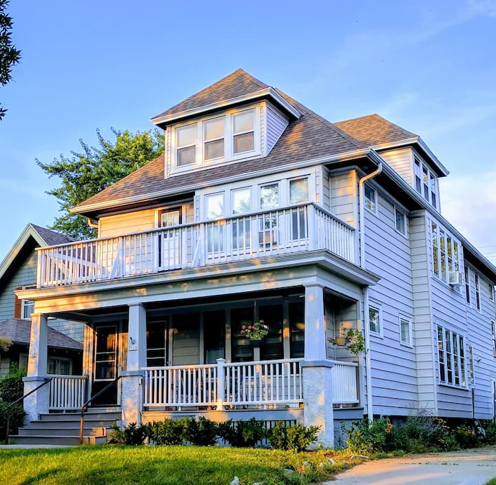 Gorgeous Shorewood Stay by the lake - Entire Flat