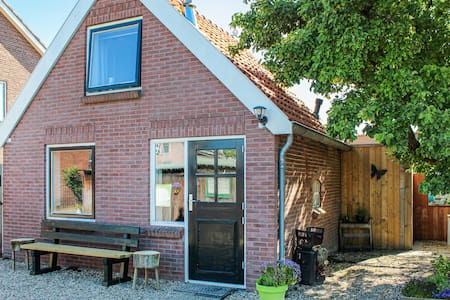 Holiday cottage with 1 bedroom on 40m² in Lexmond