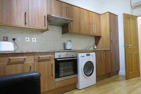 1 Bedroom Flat in Bayswater, Hyde Park, London, 1A - Lontoo