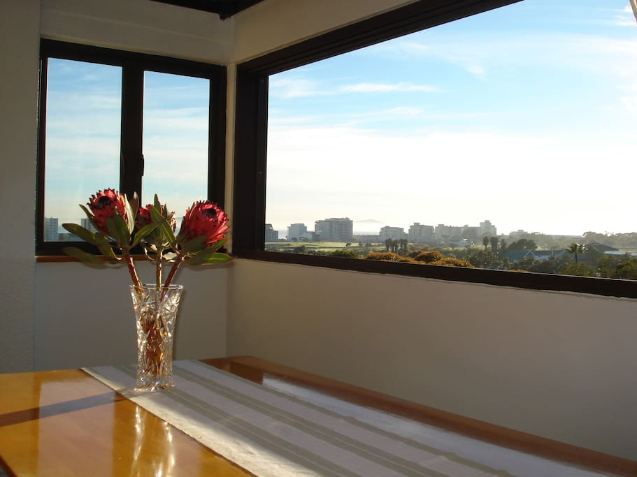 Enjoy breakfast with awesome views!!